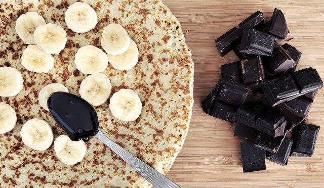Pancakes de plàtan i civada amb vainilla i xocolata negra.